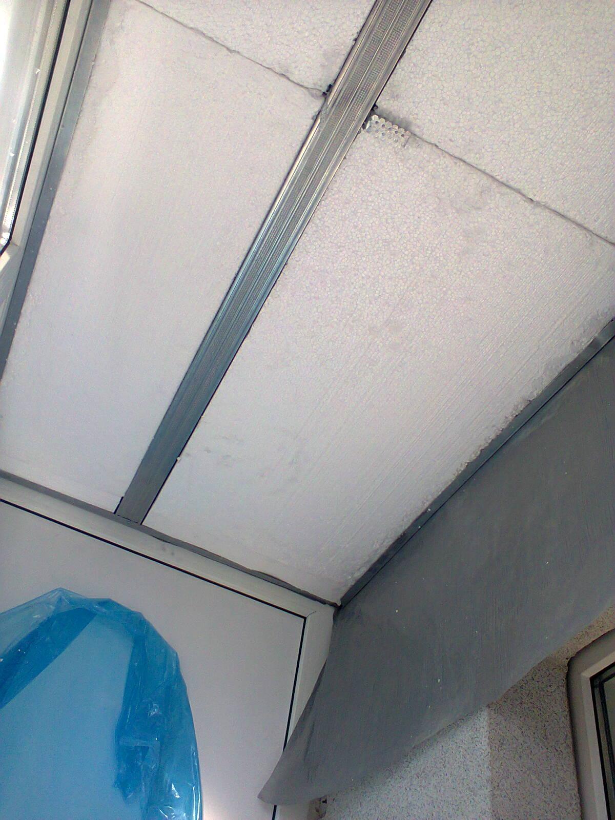 Конденсат на балконе на потолке.